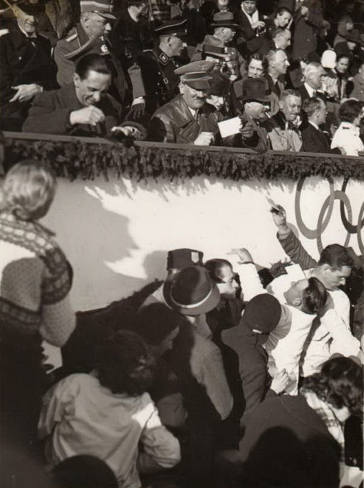 Adolf Hitler (13)